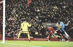 Glen Johnson da la cara por el Liverpool