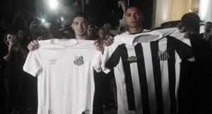 Santos lança os novos uniformes produzidos pela Umbro