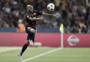 BREAKING: Dani Alves signs new two-year contract extension with Barça