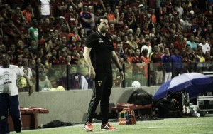 """Daniel Paulista exalta coletivo diante do Vitória: """"Dedicação e vontade foram fundamentais"""""""