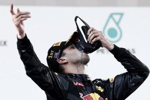 Daniel Ricciardo se alza con la victoria en una carrera llena de incidentes en Malasia