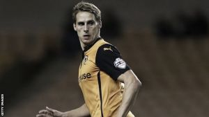 Edwards commits to Wolves
