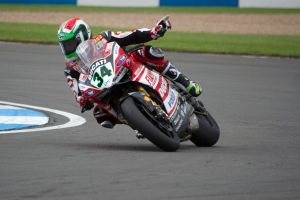 Superbike, Giugliano in superpole a Donington