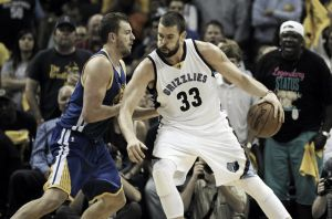 David Lee se rinde a los Gasol