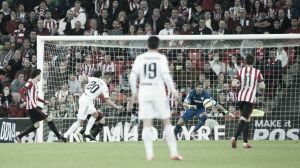 Athletic Bilbao 1-1 Valencia: 10 men Valencia fail to grasp on 0-1 lead, as Aduriz scores late