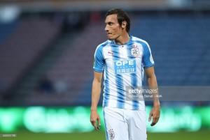 Huddersfield Town midfielder Dean Whitehead to retire at the end of the season