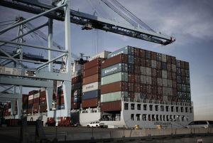 El déficit comercial de Estados Unidos aumenta más de lo previsto
