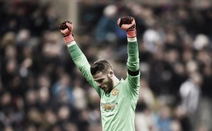 Schneiderlin sure that De Gea is committed to Manchester United despite transfer rumours