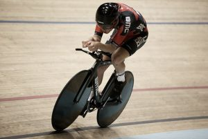 Dennis sets new Hour Record