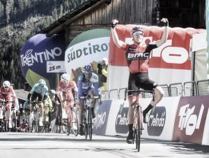 Rohan Dennis triunfa en el recorte