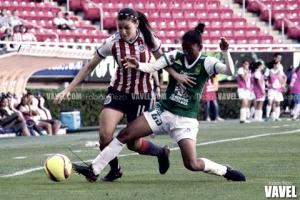 Chivas vence a León y se aferra a la clasificación