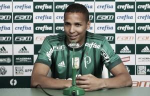 Deyverson é apresentado no Palmeiras e se emociona com trajetória profissional