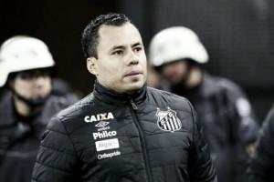 """Jair Ventura exalta intensidade do Santos e defende Gabriel das críticas: """"Não tem vilão"""""""