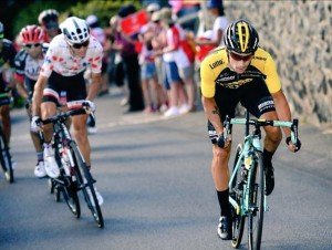 Tour de France, Roglic doma il Galibier, Froome allunga su Aru