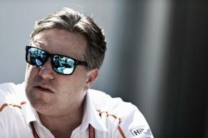 """Zak Brown: """"Carlos Sainz es un excelente piloto de carreras"""""""