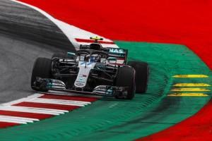F1, Gp d'Austria - Bottas alieno, fa la pole e beffa Hamilton e le due Ferrari