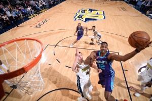 NBA - Una schiacciata di Simmons consegna ai Magic la vittoria sui Miami Heat; tutto facile per Denver contro Charlotte