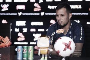 Insatisfeito com derrota, Diego Alves revela cobrança no vestiário do Fla e invoca apoio da torcida