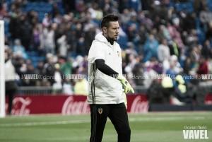 Representantes de Diego Alves negam acerto do goleiro com a Roma