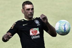 Tite testa Diego Souza entre titulares no último treino antes da partida contra o Paraguai
