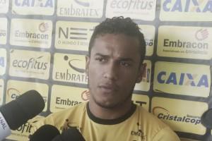 Com Maicon Silva contundido, lateral Diogo Mateus vira opção no Criciúma