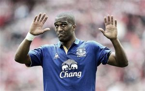 Bournemouth complete signing of Distin