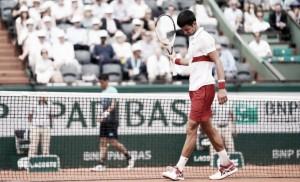 Após furar quali, Rogerinho cai para Djokovic na primeira rodada em Roland Garros