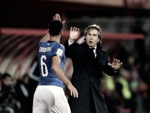 Italia gana antes de la repesca