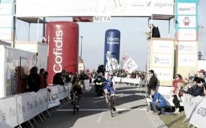 Volta ao Algarve, tappa e maglia a Daniel Martin