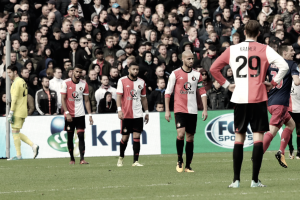 Neres y Dolberg ejecutan al Feyenoord