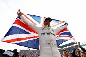 """F1 - Hamilton: """"Che bello lottare con le Ferrari! Con Vettel? Il nostro rapporto è ok"""""""