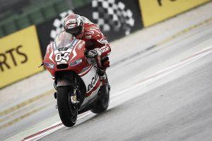 Andrea Dovizioso se defiende como pez en el agua en San Marino