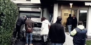 Pescara - Bruciate nella notte le due auto del presidente Sebastiani