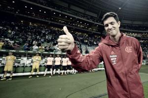 Após três meses como interino, Maurício Barbieri é efetivado como técnico do Flamengo