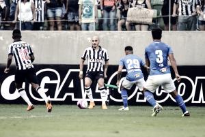 Fábio Santos comemora vantagem adquirida pelo Atlético-MG contra Cruzeiro e projeta próximo jogo
