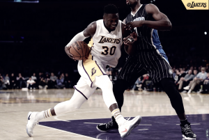 Comandados pelo ''Big 3'', Lakers passam pelo Magic e se aproximam da zona dos playoffs