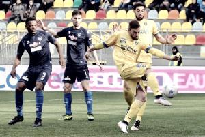 Serie B - Il Frosinone si prende la vetta solitaria: battuto il Pescara 3-0