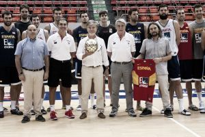 El alcalde de Zaragoza da ánimos a la Selección