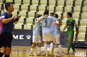 Primera victoria para Santiago Futsal ante UMA Antequera