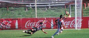 Buen fútbol, goleada y fiesta en el Saroldi