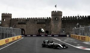 Lewis Hamilton apunta a la pole en Bakú tras los últimos entrenamientos libres