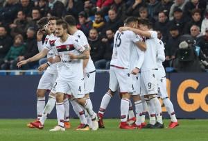 Cigarini salva il Cagliari, al Crotone non basta Trotta. Finisce 1-1