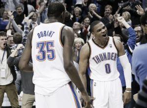 Westbrook y Durant tumban a los Warriors