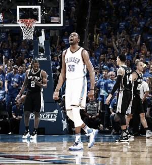¿El fin de una dinastía? Oklahoma vence a San Antonio y se clasifica para la Final de Conferencia