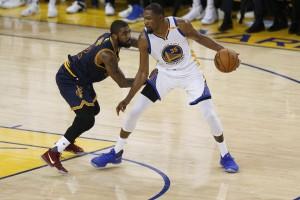 NBA Finals 2017 - I pick&roll per coinvolgere in difesa Curry e Irving, l'impatto di McGee e altro