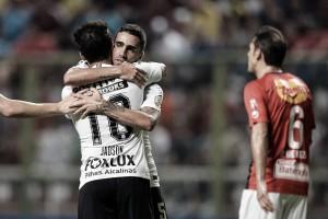 """Em boa fase no Corinthians, Jadson comemora os três gols: """"Foi um dia especial pra mim"""""""