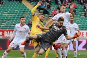 Il Bari torna a sorridere: Frosinone battuto grazie a un guizzo di Kozak!