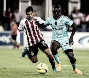 Con Zaldívar de regreso, Chivas cae en amistoso ante Santos