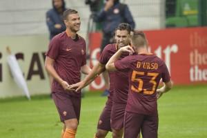 Roma, sedici gol al Pinzolo: Salah e Dzeko subito in rete. Esordio positivo per Gerson