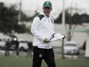 Após tropeço em casa, Coritiba anuncia demissão de Eduardo Baptista